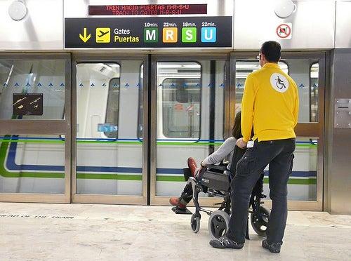 Los aeropuertos de la red de Aena atendieron a cerca de 1.400.000 pasajeros con movilidad reducida en 2016