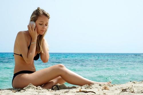 escuchar musica en la playa