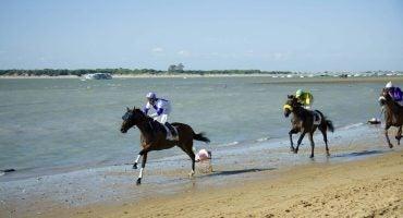Disfruta como un amazona en las carreras de caballos de Sanlúcar de Barrameda