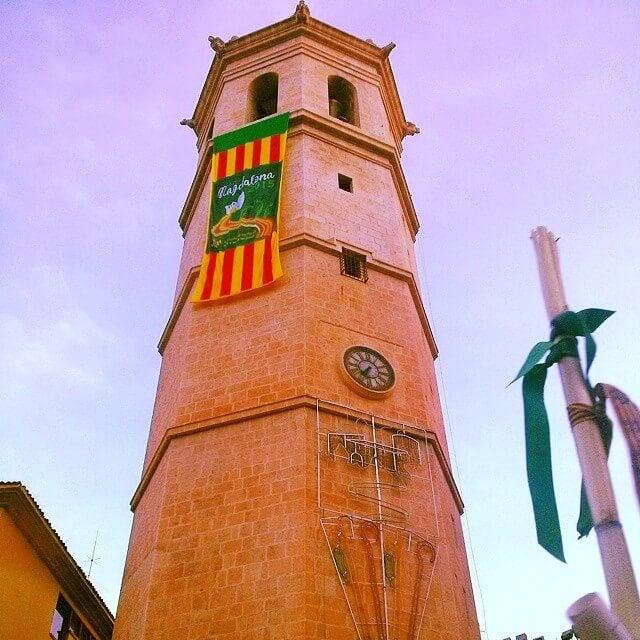 el fadri con la bandera de castellon por magdalena