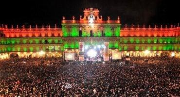 Vive una fiesta única en la Nochevieja Universitaria de Salamanca
