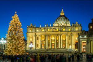 El Vaticano y un árbol de navidad en Roma