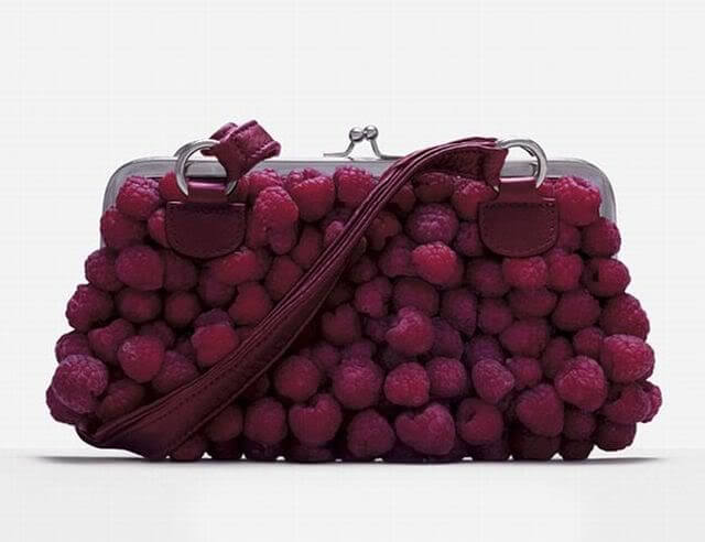 bolso hecho con frambuesas
