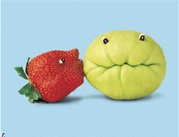 fresa besando un limon
