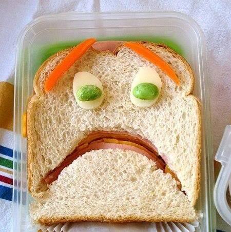 sandwich con cara de miedo