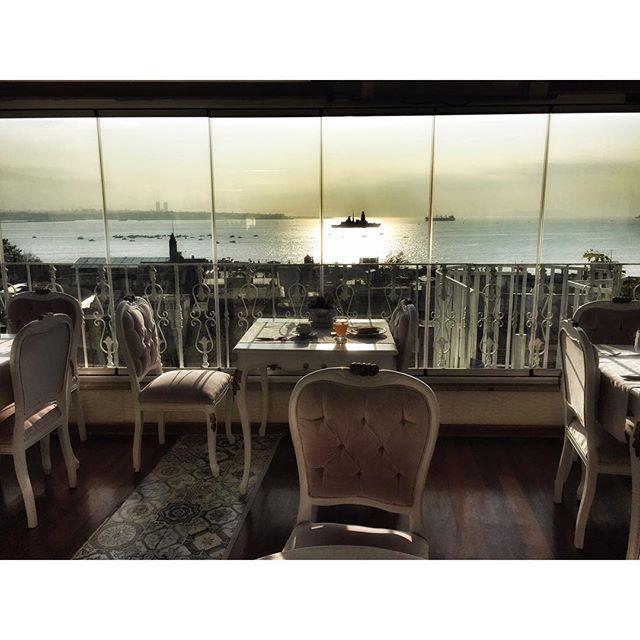 restaurante con vistas al bosforo