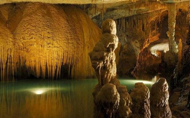 Descubre las cuevas más sorprendentes del planeta