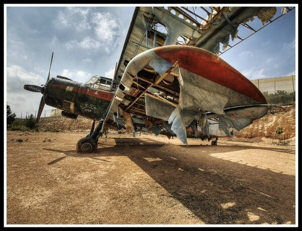 Avion Antonov abandonado