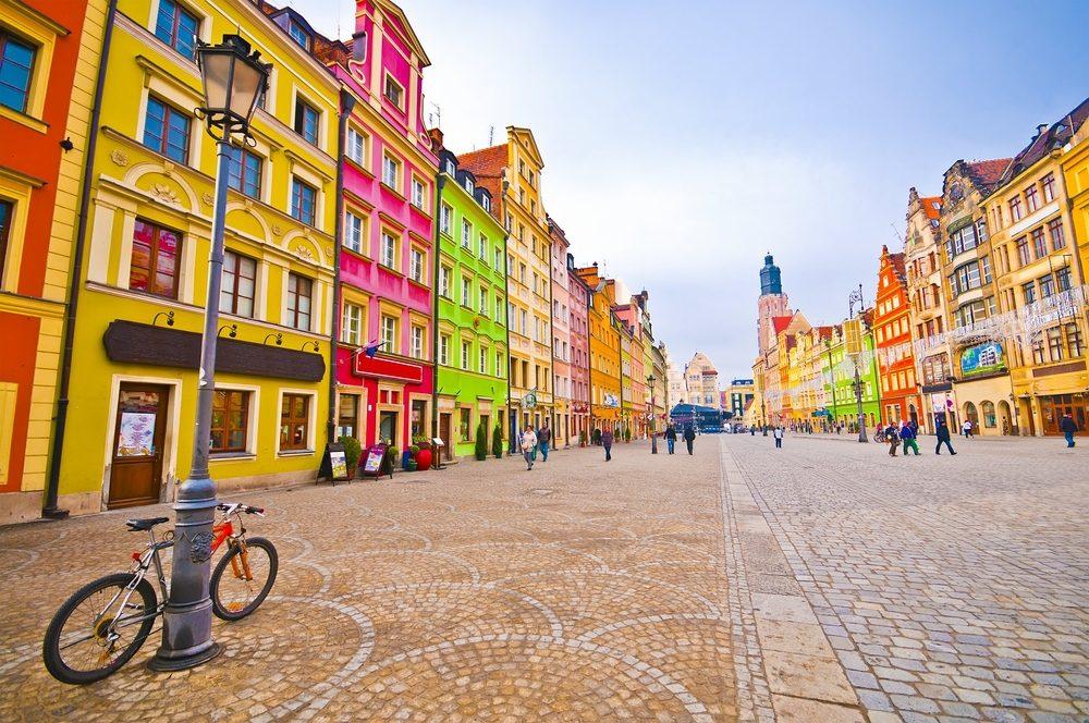 Wrocklaw, Polonia, facahadas de colores llamativos