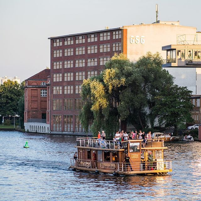 barco por el río spree