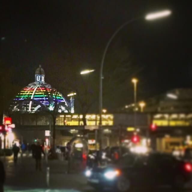 barrio gay de berlin iluminado