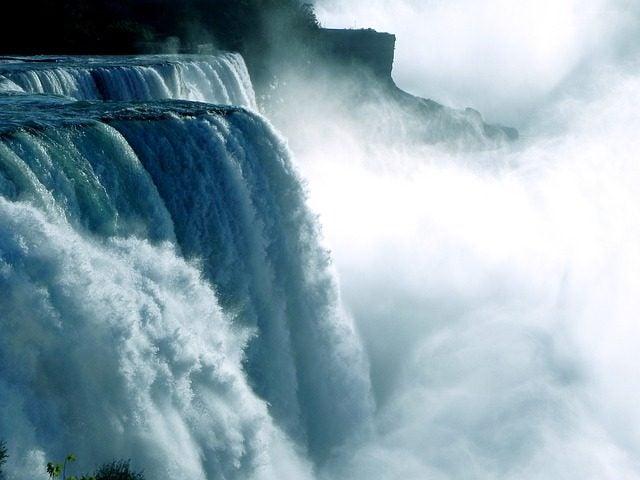Los destinos menos románticos del mundo Cataratas del Niagara