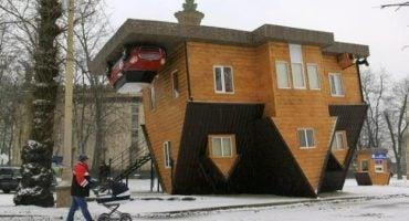 Nuevo monumento turístico en Moscú: una casa al revés
