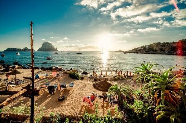 7 viajes imprescindibles si tienes entre 30 y 40 años. Ibiza