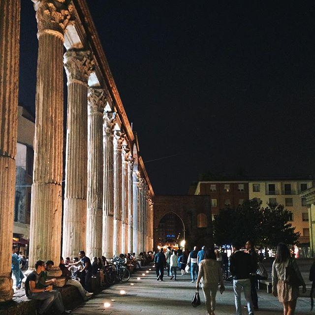 Columna de San Lorenzo de noche