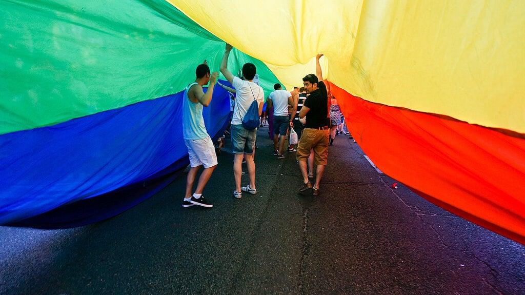 bandera del ogullo gay en Madrid