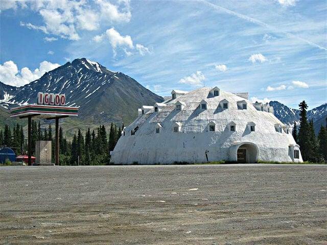 hotel igloo abandonado