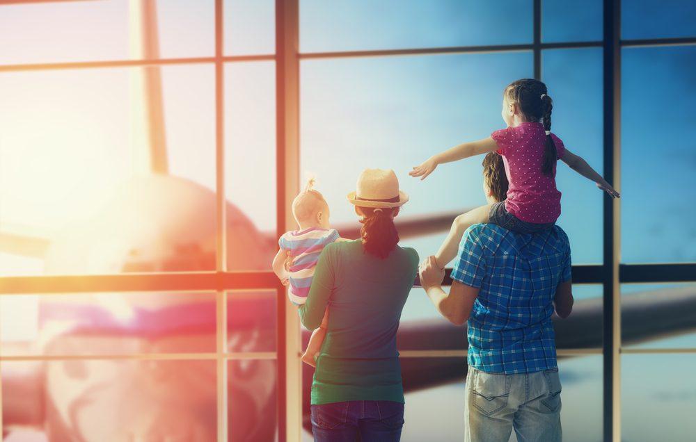 Volar con niños, condiciones según aerolínea