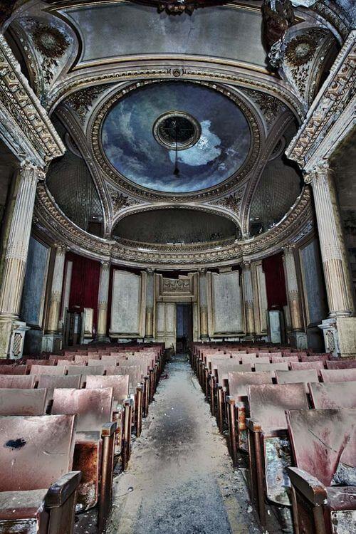 teatro barroco abandonado
