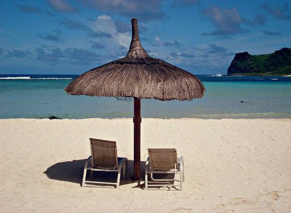 hamacas y sombrilla en islas mauricio