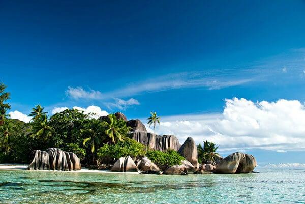 playa con palmeras en seychelles