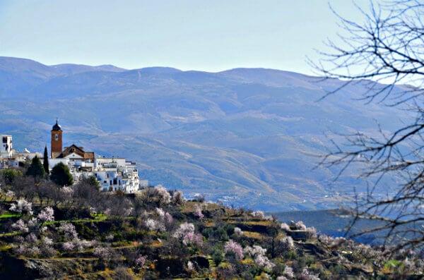 Paisaje de Las Alpujarras en primavera