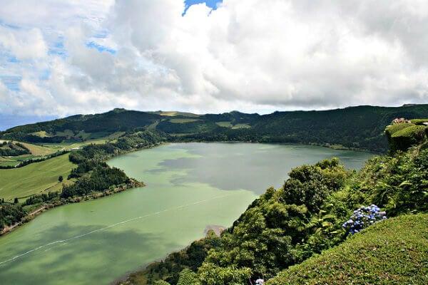 lago en azores