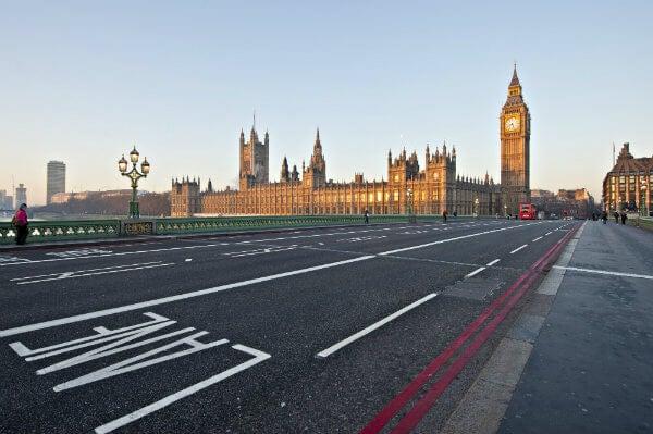 carretera con big ben en Londres