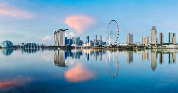 skyline de Singapur desde el agua
