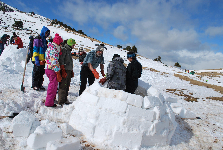 Aternativas originales al esquí - Pirineos de Cataluña. Construir iglús