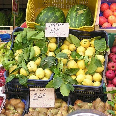 mercado local en napoles