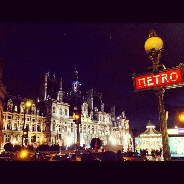 hotel de ville paris de noche