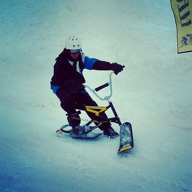 ragazzo snowbike
