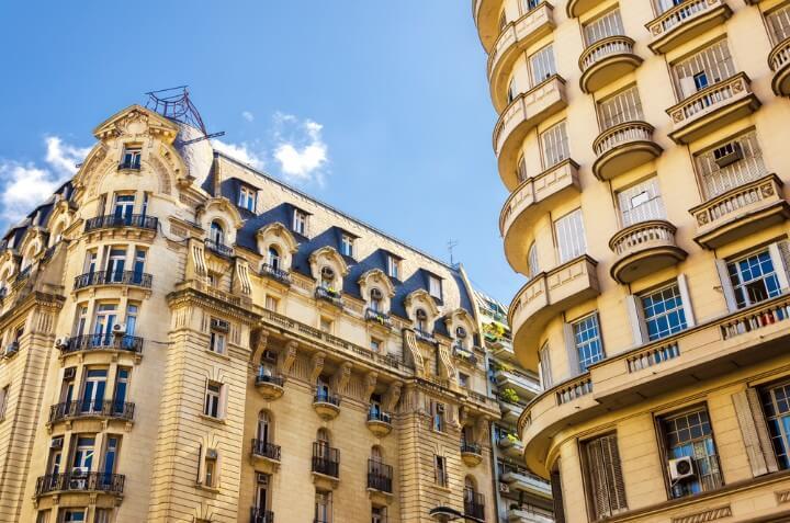 Edificios residenciales en el barrio Recoleta Buenos Aires, de los más caros de la ciudad