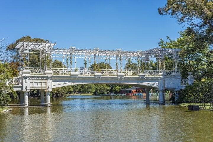 Puente del parque El Rosedal, dentro del Parque 3 de Febrero, también conocido como Bosques de Palermo