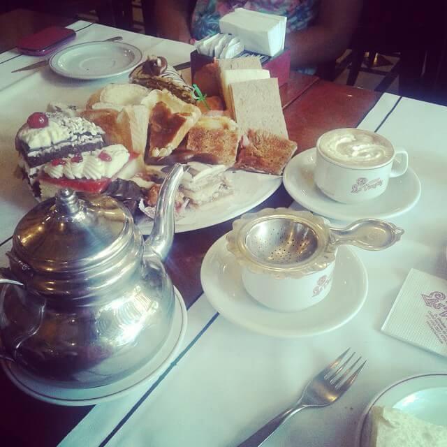 pequeno-almoço no cafe las violetas