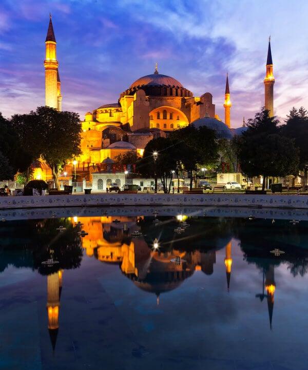 mezquita de noche en estambul, turquia