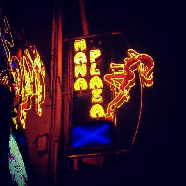 neones en nanaplaza