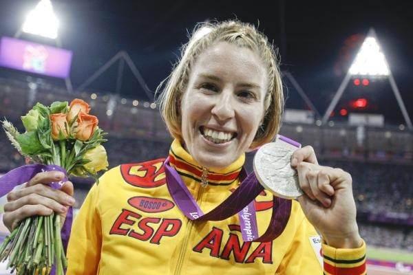 elena congost con la medalla en  los juegos de Londres