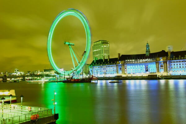 londres en saint patrick con el london eye verde