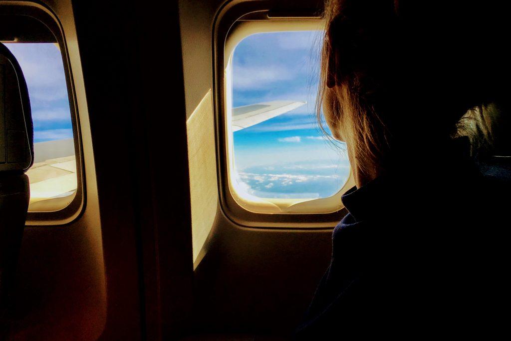Chica en avión