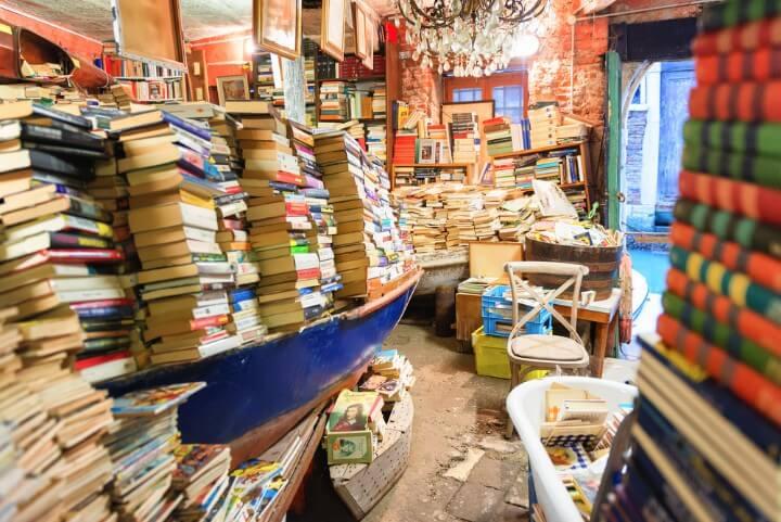 Librería Acqua Alta en Venecia, una de las muchas cosas que hacer en Venecia