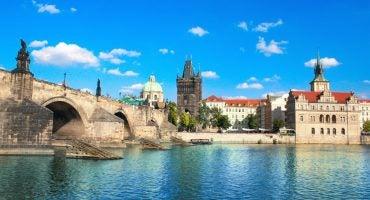 Especial Halloween: Descubre la Magia de Praga con Czech Airlines