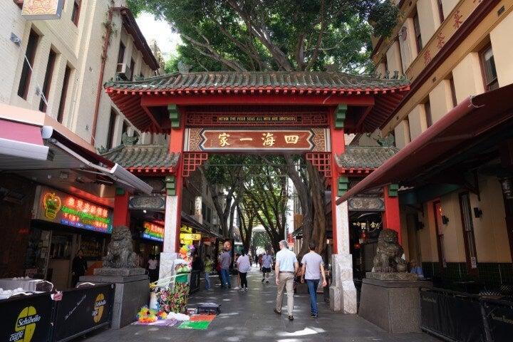 Puerta tradicional china en Chinatown, Sídney