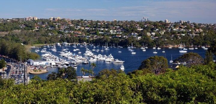 Middle Harbour en Sídney con yates y barcas atracadas