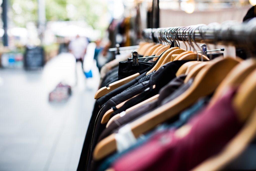 Tiendas de ropa en el Mercato Monti de Roma
