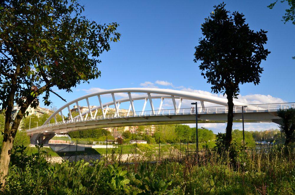 Puente de la Música, diseñado por Calatrava, sobre el río Tíber en Roma