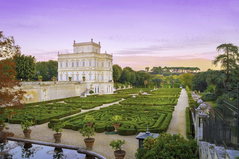 Jardines y casa señorial en el parque de Villa Doria Pamphili, Roma