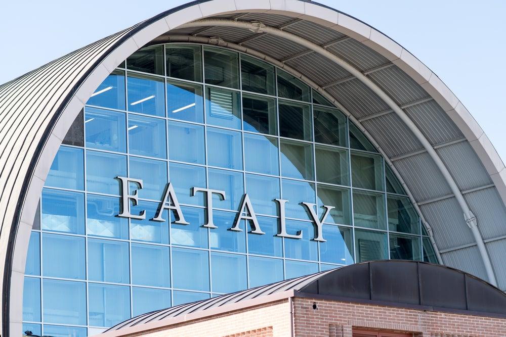 Edificio que alberga Eataly, un complejo de restaurantes en Roma