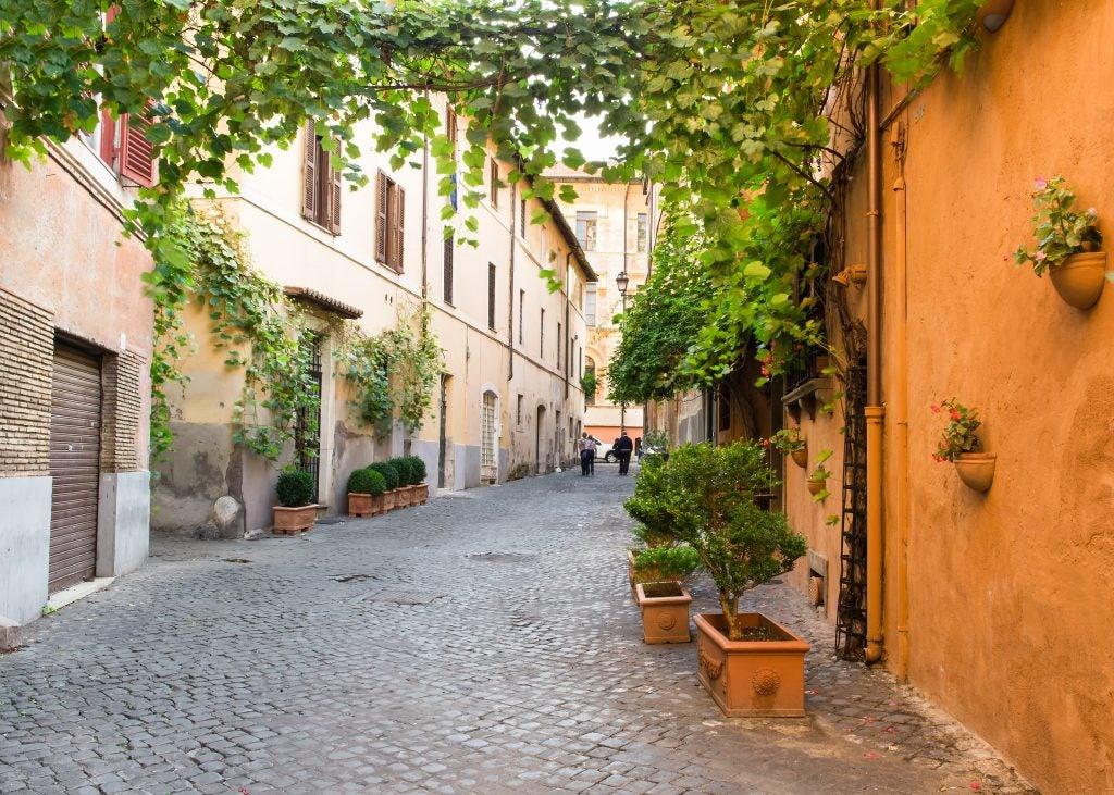Calle del barrio de Trastevere, una de las cosas que ver en Roma